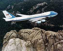 Air Force One sur le mont Rushmore.jpg