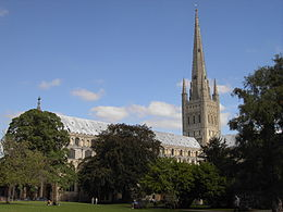 Norwich Cathédrale de lawns.jpg