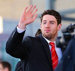 Alex Cuthbert vagues aux fans! Pays de Galles du Grand Chelem Celebration, Senedd 19 Mars 2012.jpg